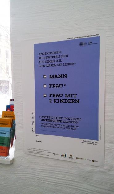 Ein Ausstellungsplakat der Ausstellung des ADB
